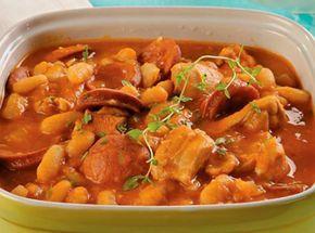 Ensopado de frango e linguiça com feijão-branco -