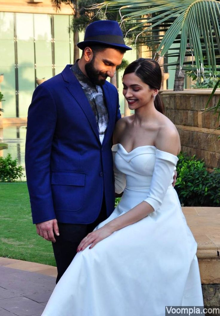 How romantic! A candid picture of Deepika Padukone and Ranveer Singh. via Voompla.com