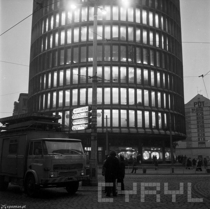"""Dom Towarowy """"Okrąglak"""" Poznań, późne lata 70' / """"Okrąglak"""" department store, Poznań, Poland, late 70's"""