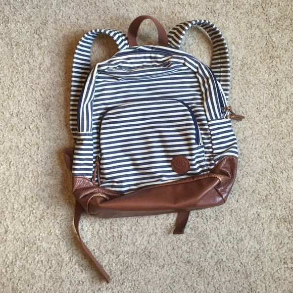ROXY backpack This Roxy backpack is in great condition! It is perfect for school or an awesome bag for trips! Remember to bundle up ladies Roxy Bags Backpacks