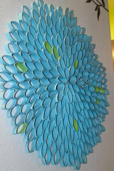 Decoración con tubos de cartón. Si con esos del papel de baño, el papel aluminio, las servi toallas.... pintar, cortar y diseñar.
