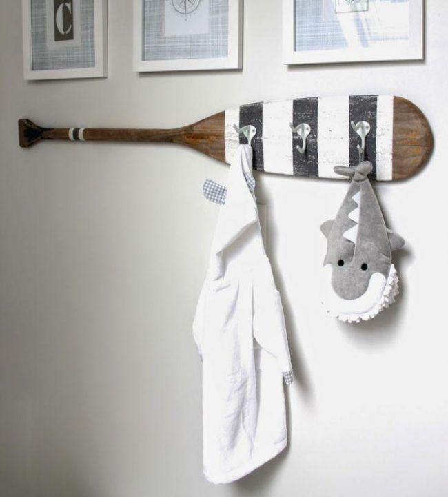 ideen-bad-maritim-stil-holz-paddel-wandhaken
