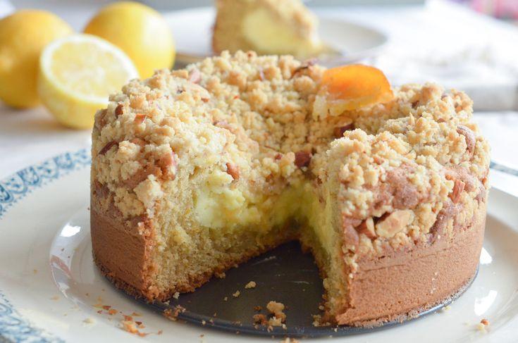 C'est dimanche, et le dimanche on se fait plaisir avec ce gâteau très gourmand au citron: une base de pâte à cake, un fourrage au fromage frais au citron et un délicieux crumble croquant aux amandes. Un dessert qui sonne bon pour le printemps et qui est idéal avec l'arrivée...   ...déguster la suite