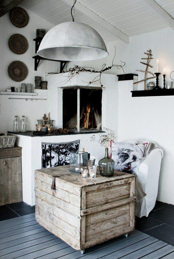 intérieur blanc-noir, table basse en palette, table basse avec palette, lustre blanc,cheminée