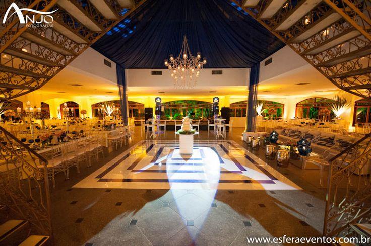 Salão pronto para receber os noivos e seus convidados