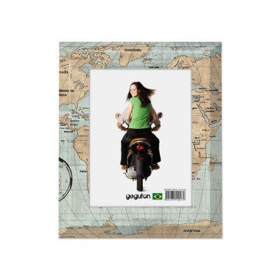 Porta Retrato Mapa Mundi Vintage - Geguton  Nada melhor para recordar sempre de suas viagens inesquecíveis do que colocando suas fotos favoritas neste lindo porta retrato com decoração de um mapa vintage, sempre com muito estilo e bom gosto para seus ambientes.