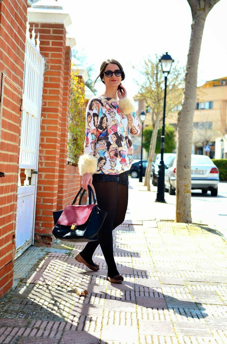 Short de lentejuelas y jersey de Teria Yabar