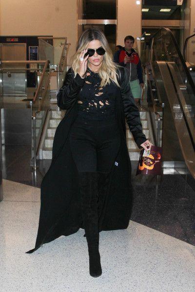 Khloe Kardashian Photos Photos - Khloe Kardashian is seen at LAX on April 28, 2017. - Khloe Kardashian Is Seen at LAX