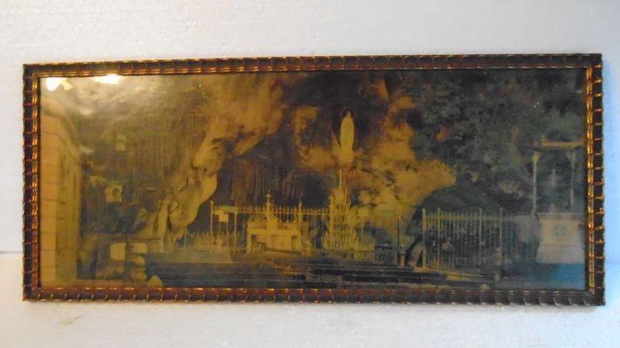 Twee oude houten kaders met Litho's van Lourdes 1940-1960.