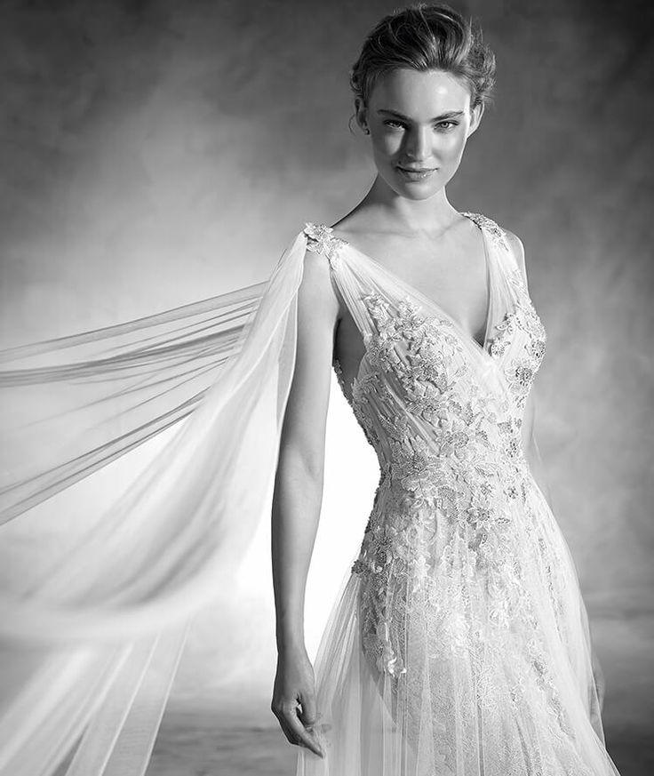 NEPAL - Robe de mariée sirène en dentelle, à bretelles et décolleté en V | Pronovias