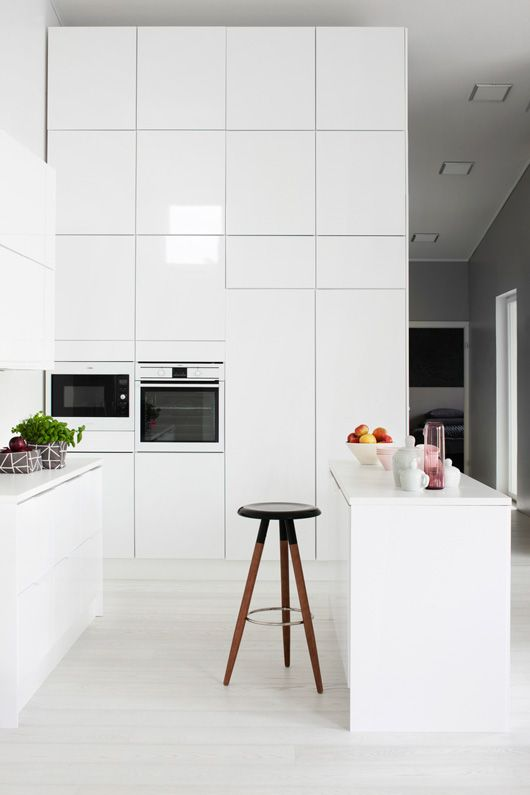 All white and pure: a possible look for your future kitchen. // Reinweiß: ein möglicher Look für die Traumküche! #kitchen #futurekitchen #modern #Küchenwelten #enjoysiemens