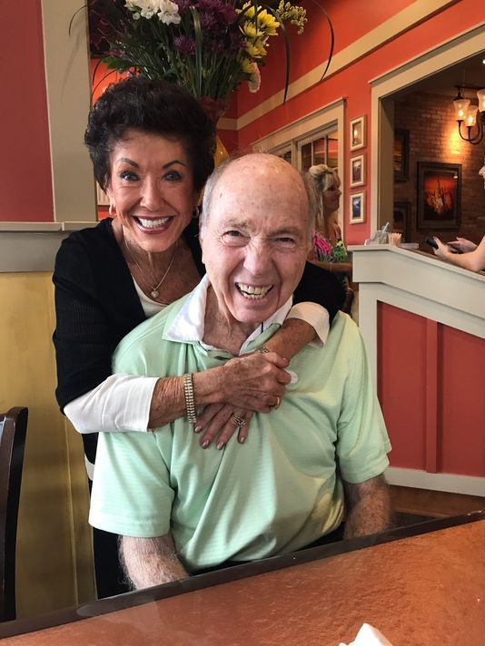 Hall of Fame quarterback Bart Starr and his family will attend the Green Bay Packers' game Sunday.