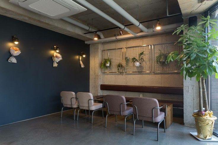 2ndDecacino Interior Design Blue wall seat Contact Lois 025727935