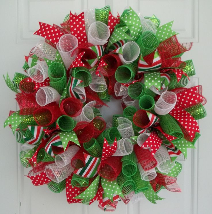 how to make a christmas wreath with mesh