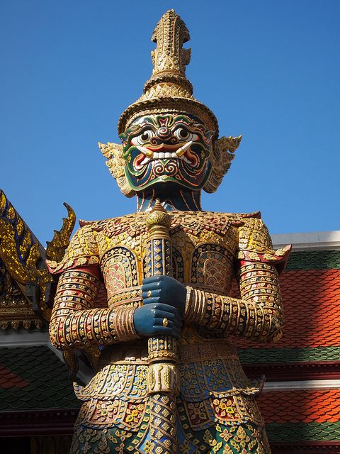 Grand Palace and Wat Phra Kaew by 180DegreesWest, via Flickr