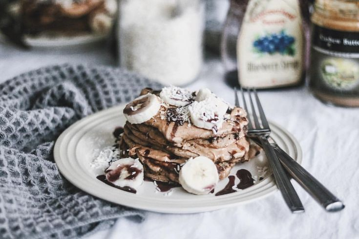 "PALEO DARK CHOCOLATE CHIP BANANA PANCAKES: @thenourishedvibe on Instagram: ""When your gluten + dairy free banana dark chocolate chip pancakes turn out AMAZING you share that…"" #thenourishedvibe"