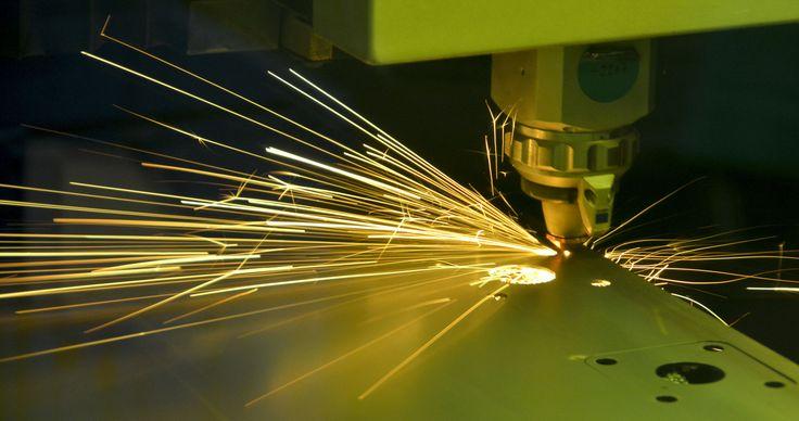 Nasz nowy laser wycina elementy do osi SB.