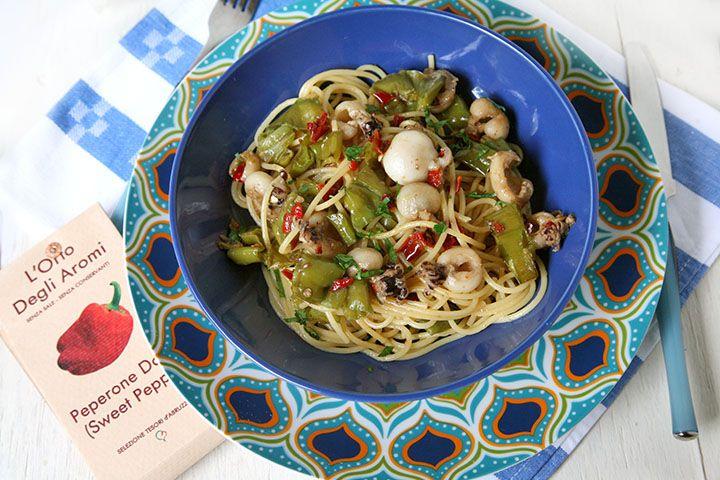 Ricetta Spaghetti con seppioline, friggitelli e peperone dolce in fiocchi
