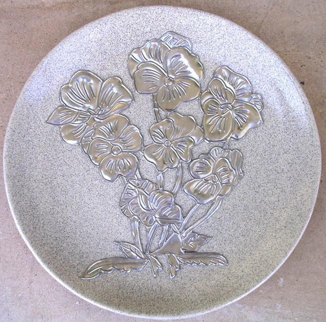 Prato de cerâmica com flor - Artesanato ©2008 por Vanda Estriga -