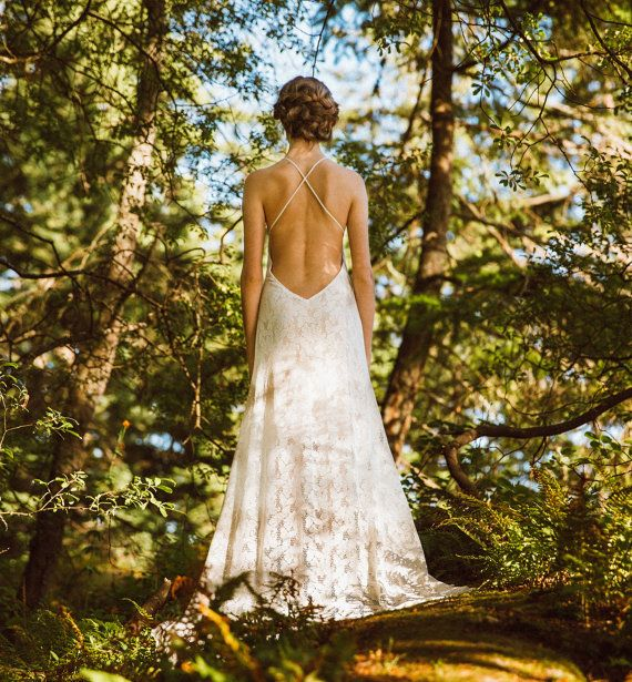 Stunning Backless Lace Wedding Dress von elikadesigns auf Etsy