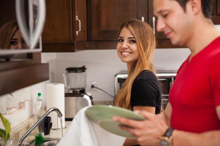 Pesquisadores da Universidade Estadual da Geórgia descobriram que homens que dividem igualmente com suas parceiras as tarefas domésticas e a responsabilidade com filhos têm mais satisfação no relacionamento e na vida sexual.