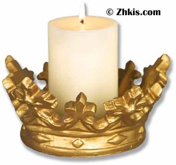 This royal crown pillar candle holder has a unique and geometric form to it. With this beautiful symmetry makes it a great piece for a buffet or a centerpiece on your table. Made from durable fiberglass and has several finish options available for it.