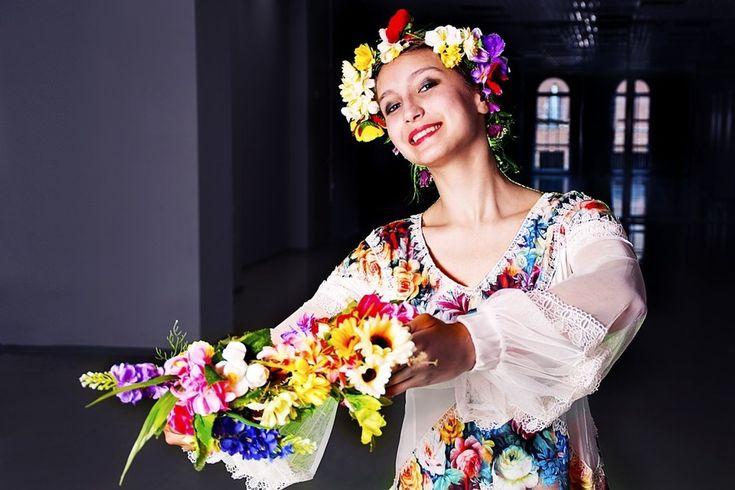 Tradície ožívajú aj v modernej dobe. Ako to chodí na kurze ľudových tancov?  Ak nerozoznáte čardáš, polku a odzemok, rozdiely vám v Bratislave vysvetlí lektor ľudových tancov.