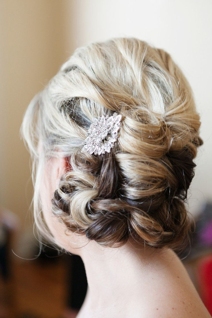 #hairstyles | L Photographie | #SMP Weddings:  http://www.stylemepretty.com/little-black-book-blog/2012/12/26/st-louis-art-deco-wedding-from-l-photographie/