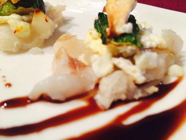 La millefoglie cremosa di pesce è un secondo piatto che per le sue ridotte dimensioni può essere sfruttato sia come antipasto sia come contorno. Gustosa e magra apporta solo 190 calorie a porzione.
