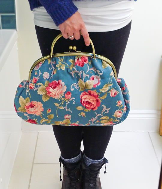 Adorable vintage-inspired bag. Perfect for knitting projects, or gallivanting around town. #vintagestyle #handbags