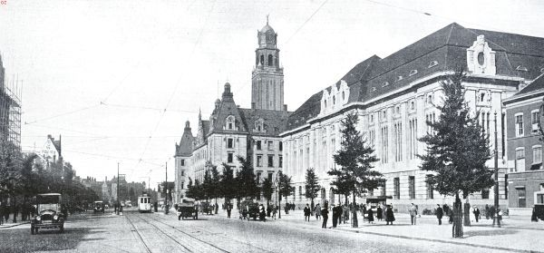 Rotterdam. De Coolsingel met het Stadhuis en het nieuwe postkantoor