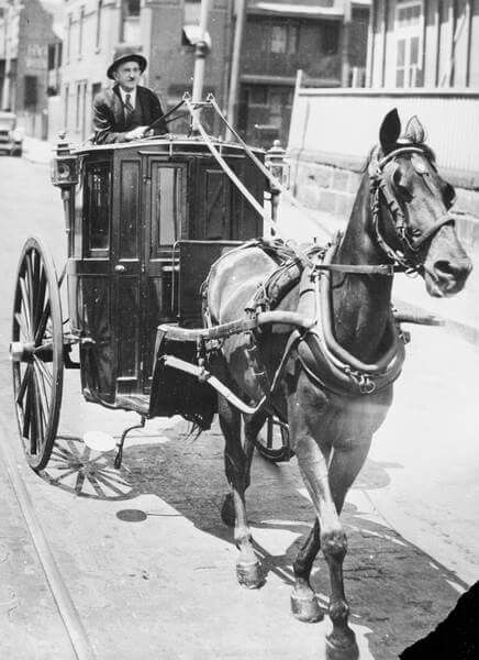The last horse-drawn hansom cab in Sydney in 1937.The man is possibly Mr J. Connor and the horse is Darkwing.Powerhouse Museum.