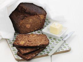 Mörkt bröd med torkade aprikoser. Dark bread with apricots.   Receptbild - Allt om Mat