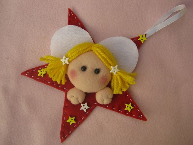 Enfeite de Natal - Estrelinha com anjo! by Arte & Mimos, via Flickr