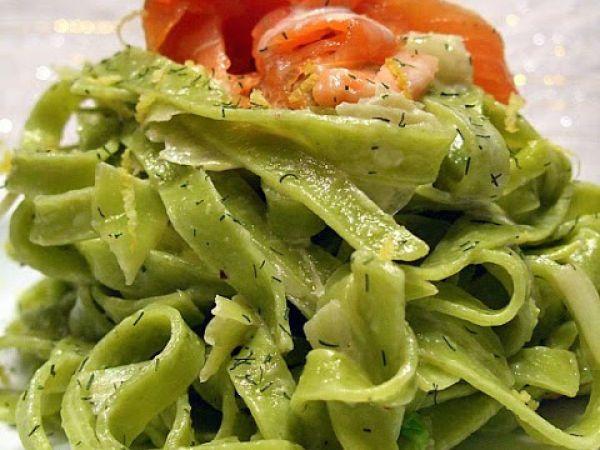 Ricetta Tagliatelle verdi con salmone e aneto