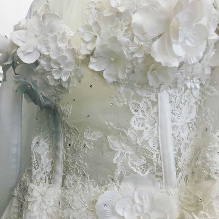 Haute couture Bride Dress by MARGO Concept... for a beautiful and perfect bride ❤️ #perfectday #happywoman #happyday #bridetobe2017 #bridetobe👰 #margo #margoconcept #mireasa #rochiedemireasa #brideemotion #emotii #weddig #luxury #luxurious #luxurydress #luxurybride #brasov #atelier #hautecouture #3dflowers #ivory #embroidery #swarovski #swarovskicrystals #mireasa
