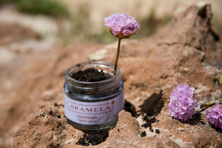 Facial scrub | Natural skin care by the Portuguese brand Caramela | on Due fili d'erba | Two blades of grass | by Thais FK