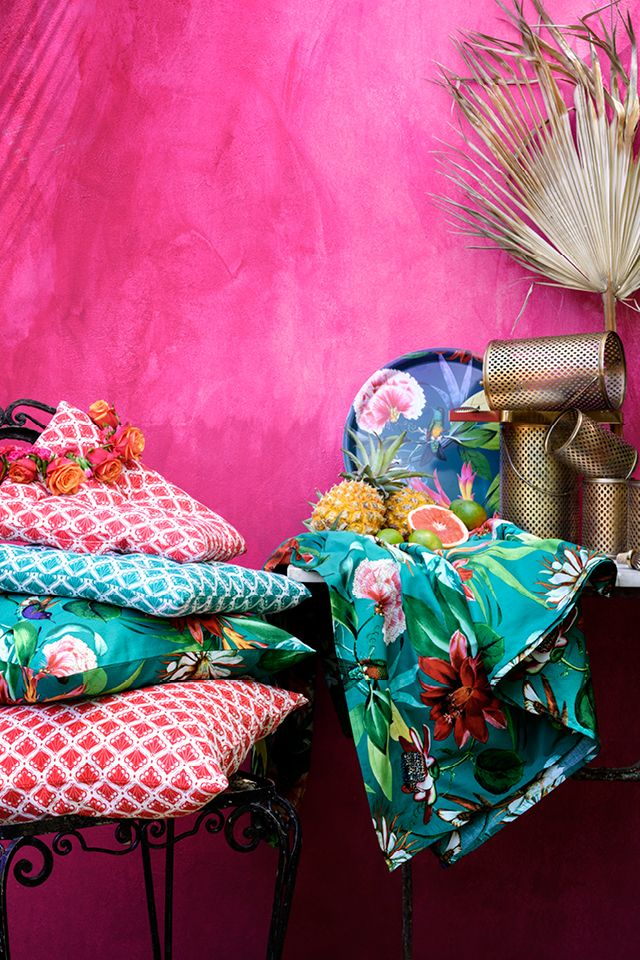 Bright colours, floral prints and brass lanterns — mix and match with confidence for the perfect summer look! | H&M Home