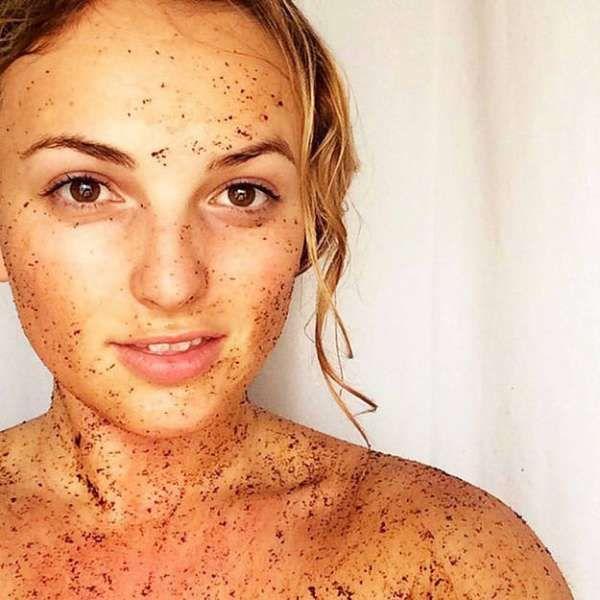 Exfoliant visage et corps avec du marc de café pour nettoyer, tonifier et éliminer la peau morte de votre peau. 13 utilisations du marc de café qui vont vous faciliter la vie