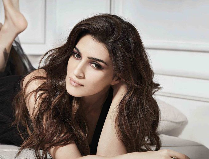 bollywoodmirchitadka: Kriti Sanon Photoshoot for Cover of Filmfare Magaz...