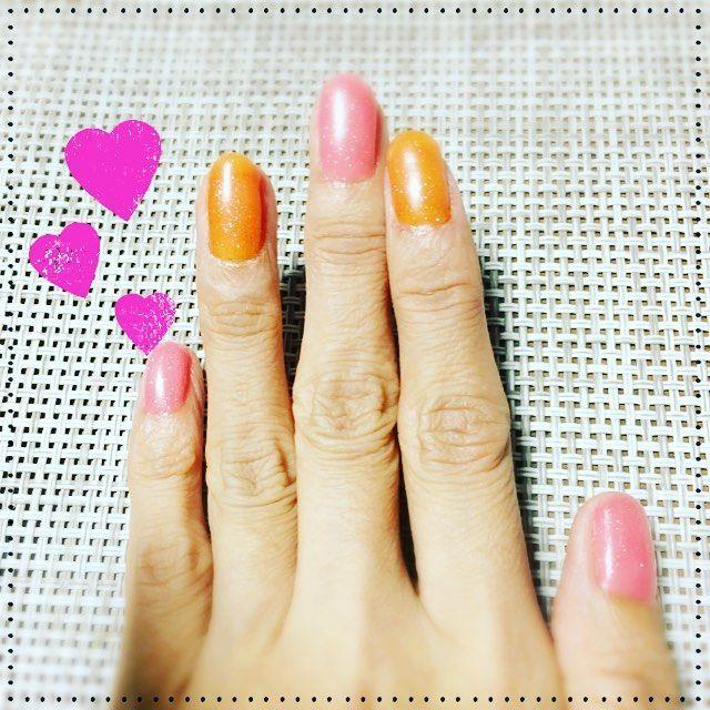 #100均一ネイル #NAIL #セルフネイル #自爪ネイル  ピンク色とオレンジ色 ラメ入り(^ ^)完成