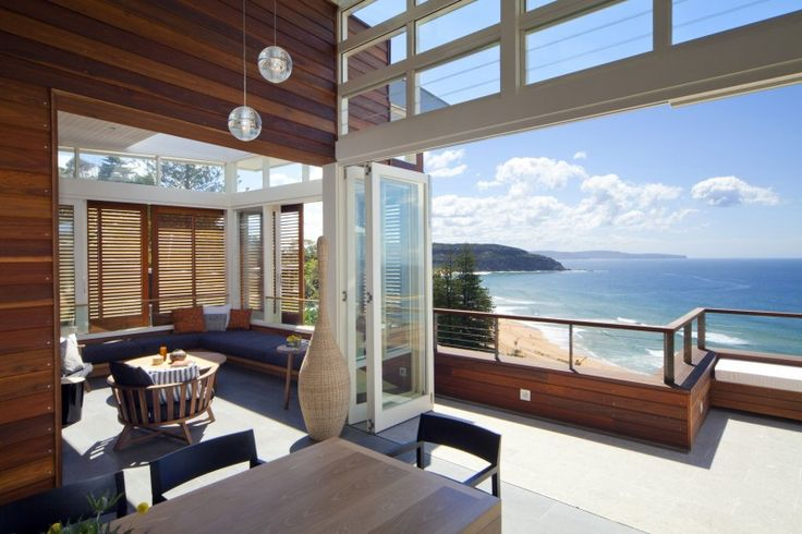 【開放感抜群】眺めの良いウッドデッキの屋外ダイニング   住宅デザイン