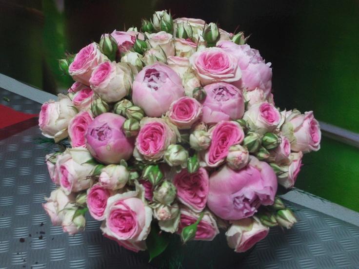ramo bouquet con peonia rosa,mini rosa,ramo romantico