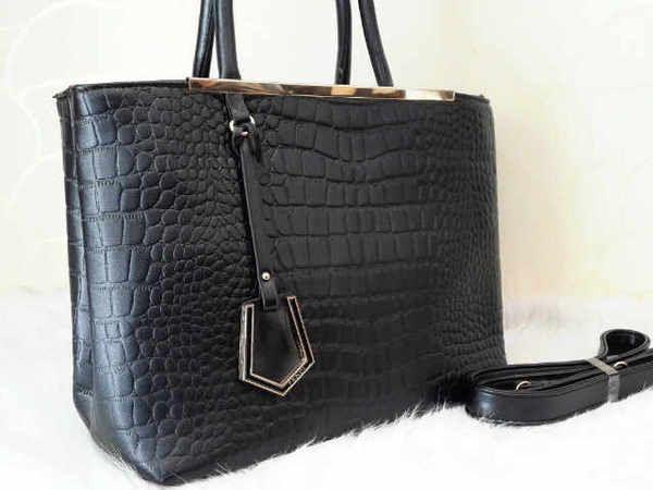 FENDI 668 SUPER sz.31X13X26 BH. KULIT CROCO. IDR 230K. colors: black, beige. cp Risa - 089608608277