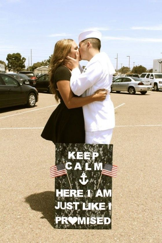 TONS of military welcome home sign ideas. What a beautiful shot... :}