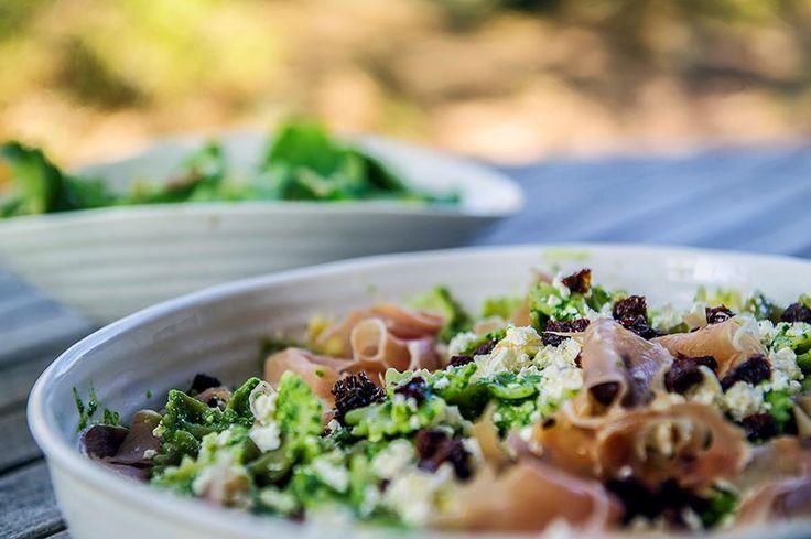 Anettes vårsalat med hjemmedyrkede salatblader. Bokashi er kjøkkenkompostering som håndterer matavfallet ditt på en miljøvennlig måte og gir prima matjord? Sjekk hvordan du kan bruke bokashi.