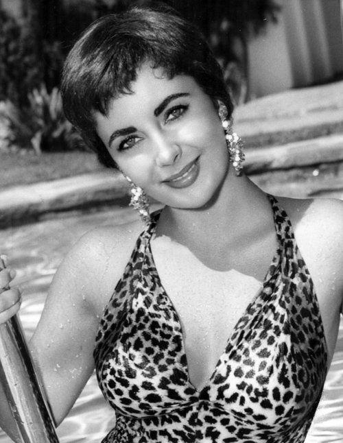 Elizabeth Taylor 1954 - her short hair is so cute!