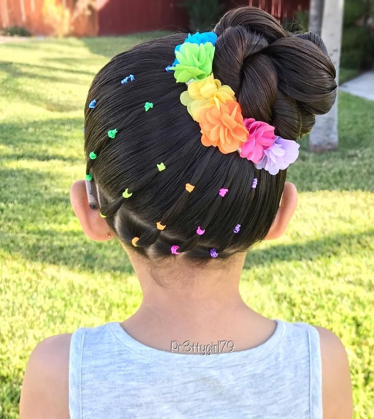 "✨""Be a rainbow in someone else's cloud.""✨ . My thoughts and prayers go out to the families and loved ones of those affected by the senseless attack in Manchester. #PrayforManchester . Elastic rainbow bands into a high side braided bun Cute little flower clips from @clairesstores . Wishing you all a a blessing day! . #pr3ttyhairstyles #abc7eyewitness #braids #braided #braidstyles #braidsforlittlegirls #braidedbun #braidedupdo #braidedhair #braidideas #cghphotofeature #ki..."