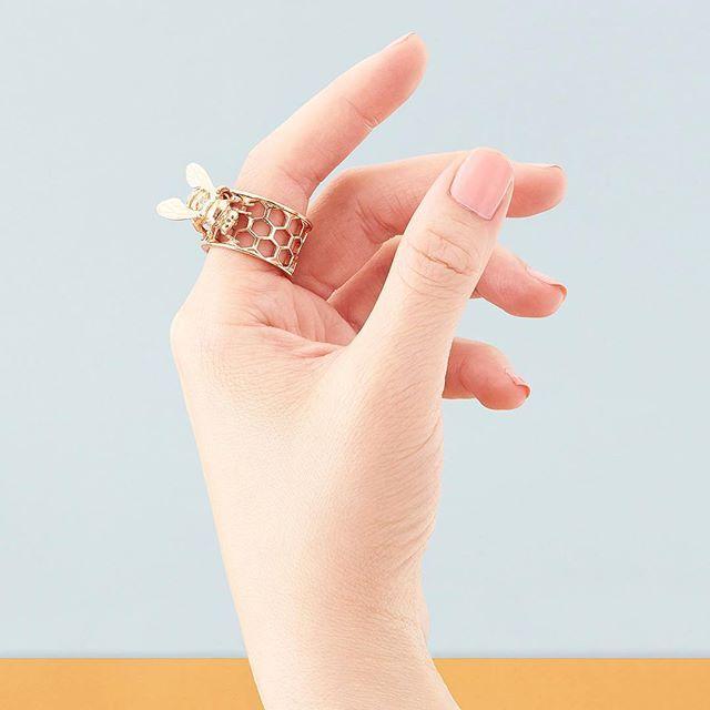 🌿🌸:: The Bee & Honeycomb Ring || Rose Gold :: 🐝🌿  .  .  .  #BillSkinner #bee #bees #bumblebee #rosegold #jewellerylovers #jewellerydesigner #fashion #design #jewellerydesign #honeycomb #style #beejewellery #beejewelry #honeybee