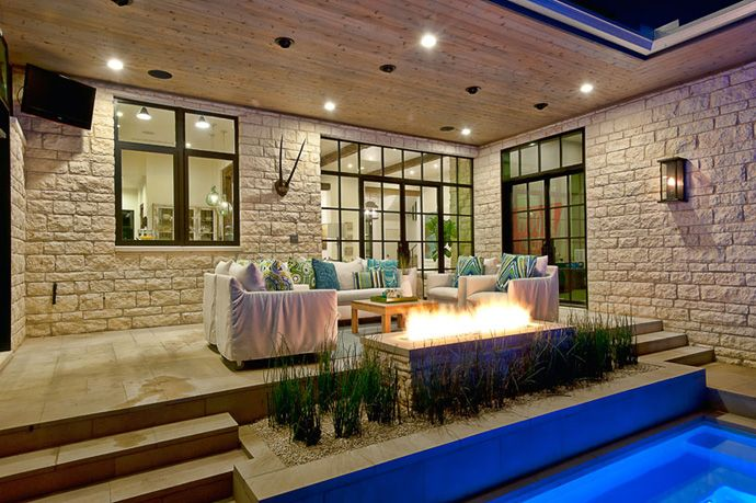 I love this little set up - a little staircase leading up from the pool, little fireplace (!!) and cosy, inviting couches... Understated lux, decidedly elegant and so disarmingly relaxing!